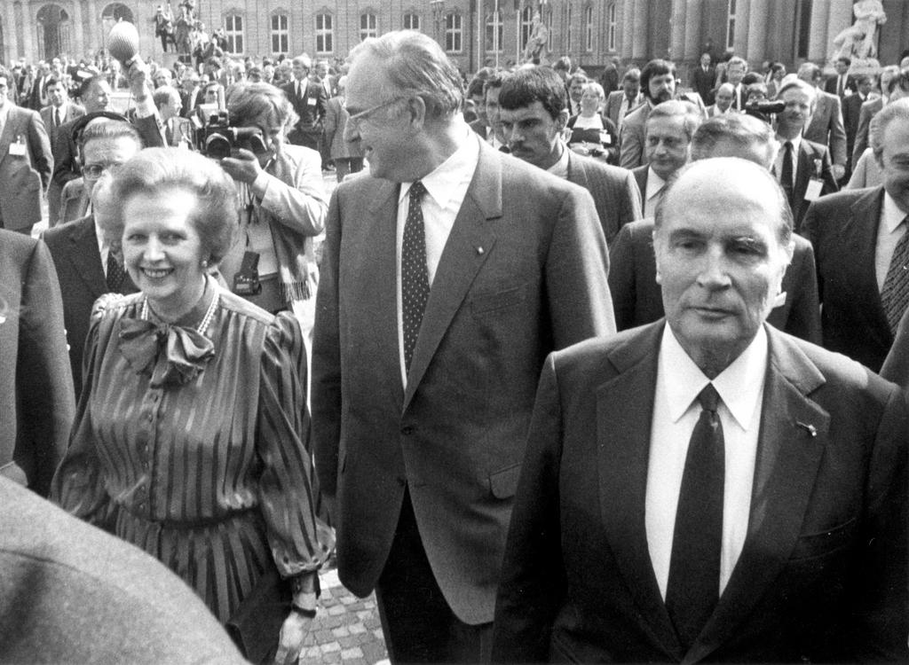 The arrival of Margaret Thatcher, Helmut Kohl and François Mitterrand at the Stuttgart European Council (1983)