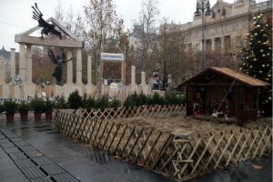 The Monument Commemorating the Victims of German Occupation, the protesters' signs and the nativity scene in December, 2014 on Szabadság (Freedom) Square. Source: mancs.hu