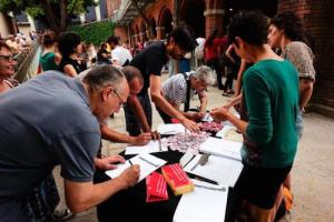 People signing the Guanyem manifesto. Source: Guerrilla Translation