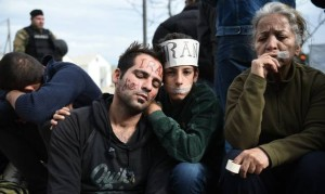 Migrants sew their lips together in protest at the Greek-Macedonian border, source FranceToday.Ga
