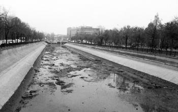 Dâmboviţa River, Bucharest. Source: studioBasar.