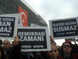 "Protest against the police raid of ""Zaman"" (""Time"") newspaper: ""Time for democracy / A free press will not be silent."""